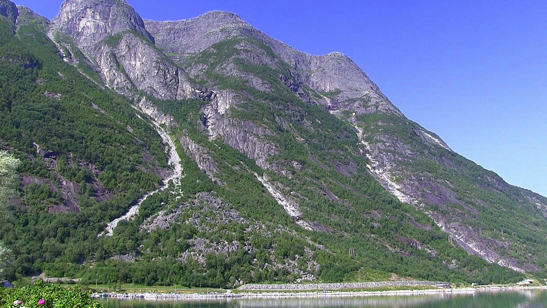 Mountain scenery over National Road 7, Eidfjord © Anne Gullbjørg Digranes