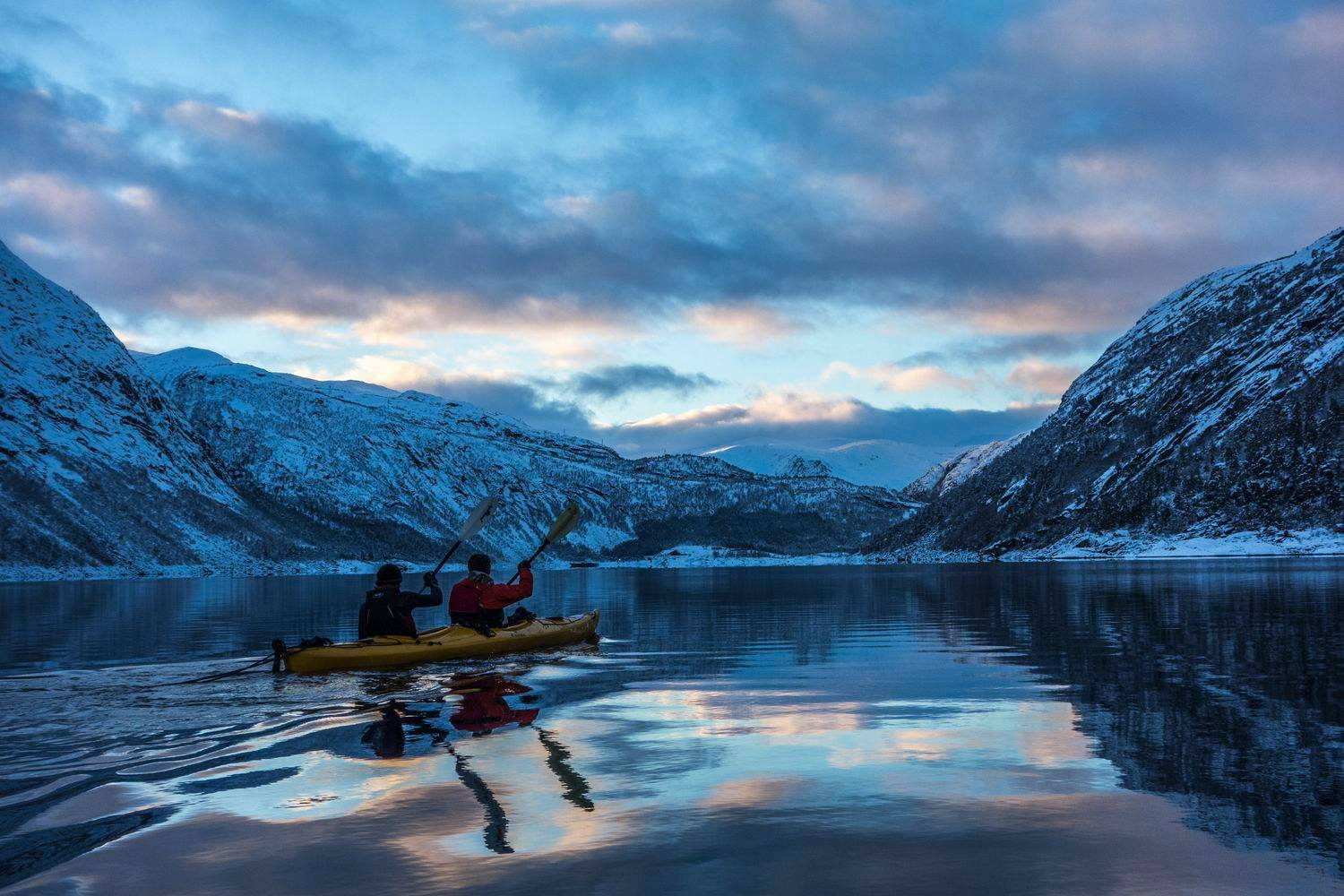 Winter kayaking on the Ringedalsvatnet. © Jostein Soldal, www.trolltunga-active.com