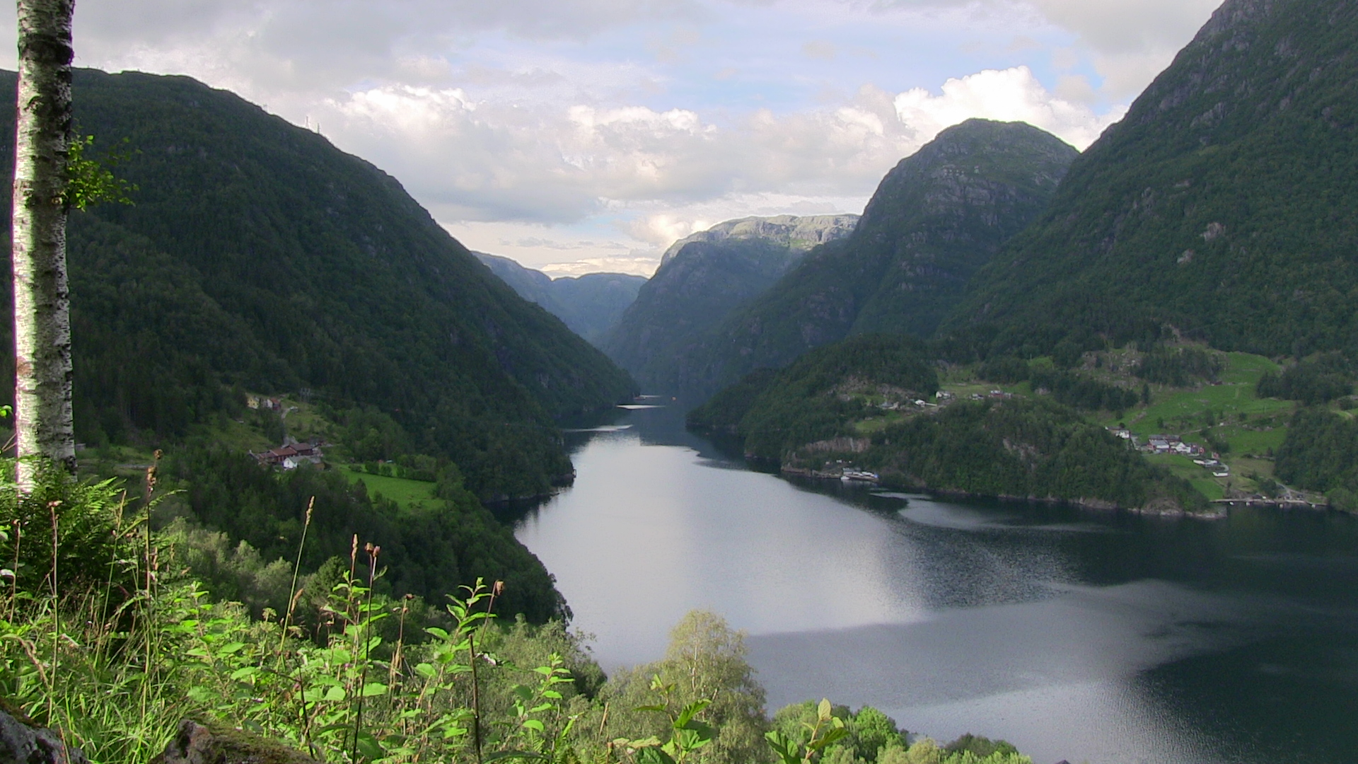 Fyksesund as seen from Froastadvegen.- © Anne Gullbjørg Digranes