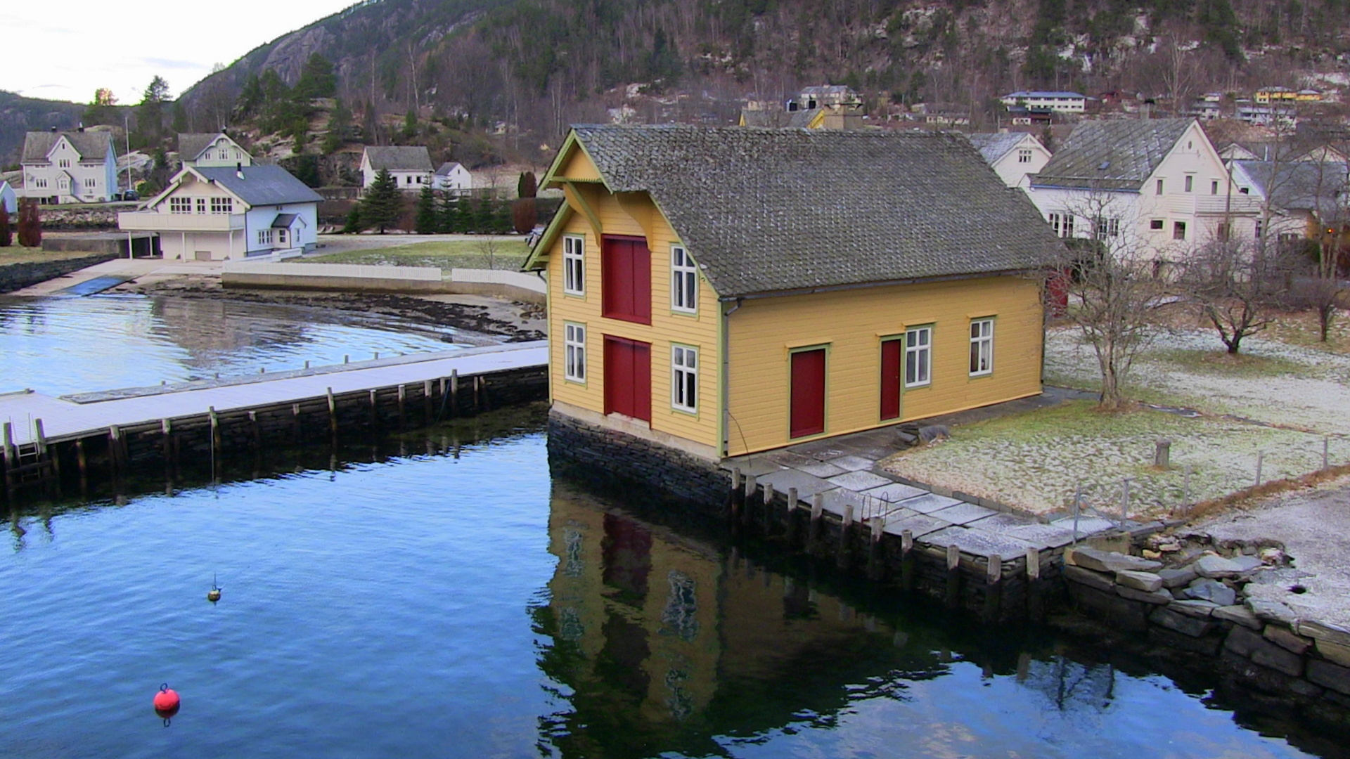 House on the sandy delta of Jondalsøyri, as seen from the ferry - © Anne Gullbjørg Digranes